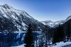 горы снежные стоковая фотография