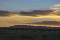 Горы с небом захода солнца Стоковые Изображения RF
