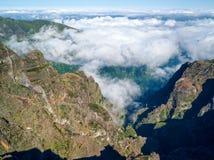 Горы фантастического ландшафта скалистые с островом Мадейры облаков Стоковые Фотографии RF