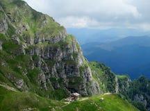 Горы Bucegi в centralРумынии с необыкновенным andBabeleSphinxгорных пород Стоковая Фотография RF