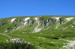 Горы Bucegi в centralРумынии с необыкновенным andBabeleSphinxгорных пород Стоковые Изображения RF