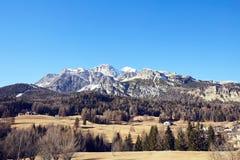 Горы Cortina d'Ampezzo на дневном свете стоковые фото