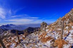Горы Deogyusan покрыты снегом стоковые изображения rf