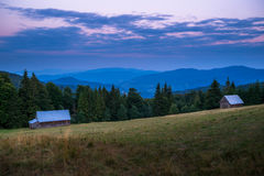 Горы Gorce на сумраке Стоковые Изображения RF
