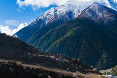 Горы Himalays ландшафта Точка зрения утра природы Азии Гора Trekking, деревня взгляда Горизонтальное изображение Hikking Стоковое фото RF