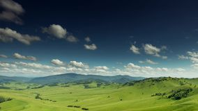 Горы 4k облачного неба ландшафта лета акции видеоматериалы