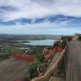 горы kanonkop Африки известные приближают к рисуночному южному винограднику весны Стоковая Фотография