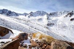 горы kazakhstan снежные Стоковые Изображения RF