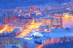 Горы Khibiny, Kirovsk, Россия ночи latvia города рождества сказ fairy захолустный скоро подобный к зима Украины горы ландшафта dr Стоковое фото RF