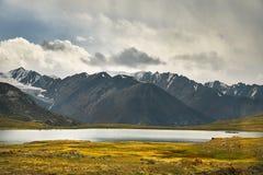 горы kyrgyzstan стоковое изображение