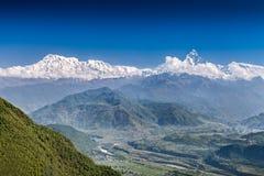 Горы Machhapuchhre и Annapurna Стоковое Фото