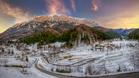 Горы Piatra Craiului на заходе солнца Стоковые Фотографии RF