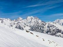 Горы Puy с много снегом Стоковая Фотография