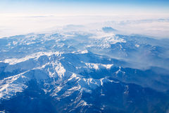 Горы Snowy на дне солнца - изображении запаса Стоковая Фотография