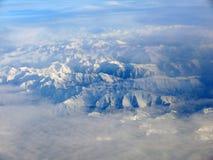 Горы Snowy Пиренеи испанского языка как увидено от неба стоковая фотография rf