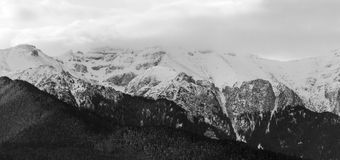 Горы Snowy Стоковое Изображение RF