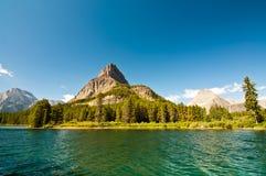 Горы Swiftcurrent Озером Стоковое Фото