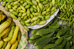 Горькие дыня, огурцы и longbeans на рынке Стоковое Фото