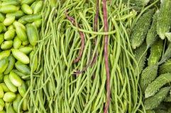 Горькие дыня, огурцы и longbeans на рынке Стоковое фото RF
