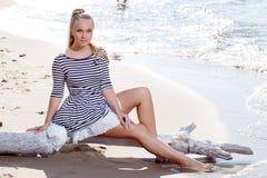 Горячая девушка на пляже Стоковые Фото