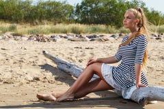 Горячая девушка на пляже Стоковое Фото