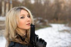 Горячая девушка против снега Стоковое Изображение