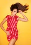 Горячая женщина нося красное платье точек польки Стоковое фото RF
