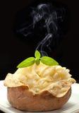 Горячая испеченная картошка стоковая фотография rf