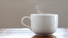 Горячая кофейная чашка. видеоматериал