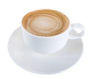 Горячая пена спирали капучино latte кофе в керамической чашке изолированной на белой предпосылке, пути клиппирования стоковое изображение rf