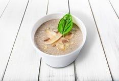 Горячая поставка еды - суп гриба Стоковая Фотография RF