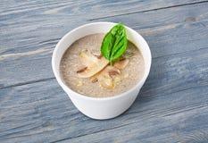 Горячая поставка еды - суп гриба Стоковое Изображение