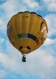 Горячая предпосылка воздушного шара на небе Стоковое Фото