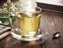 Горячая чашка травяного чая Стоковая Фотография RF