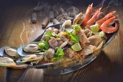 Горячее блюдо морепродуктов бака Стоковая Фотография RF