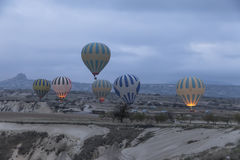Горячее летание воздушного шара над Cappadocia Турцией Стоковые Фотографии RF