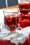 Горячее обдумыванное вино в стеклянной чашке Стоковые Изображения