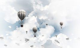 Горячие воздушные шары летая в воздухе Стоковое Фото