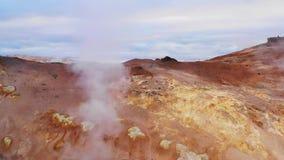 Горячие источники серы, северная Исландия, вид с воздуха, Европа сток-видео
