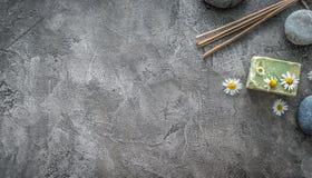Горячие камешки массажа, мыло для купать, topview, copyspace стоковые изображения rf