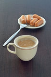 Горячие кофе и сосиска Стоковое фото RF