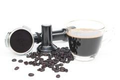 Горячие кофе, фасоли и кофе изготовляя изолированное оборудование Стоковое фото RF