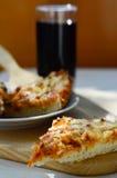 Горячие пицца и чашка колы стоковые фото