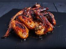 Горячие пряные крыла цыпленка меда bbq стоковые фотографии rf