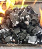 Горячие пламенеющие угли BBQ стоковые фотографии rf