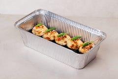 Горячие суши крена с алюминиевой крышкой в форме Стоковое фото RF