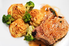 Горячие тарелки мяса - Bone-in грудинка свинины Стоковые Изображения RF