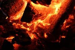 Горячие тлеющие угли огня Стоковая Фотография