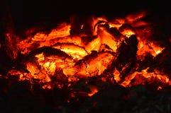 Горячие угли огня Горя угли в печи Оранжевая жара От огня приходит очень сильная жара стоковое изображение rf