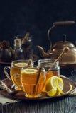 Горячие Toddies или чай специи лимона Стоковые Изображения